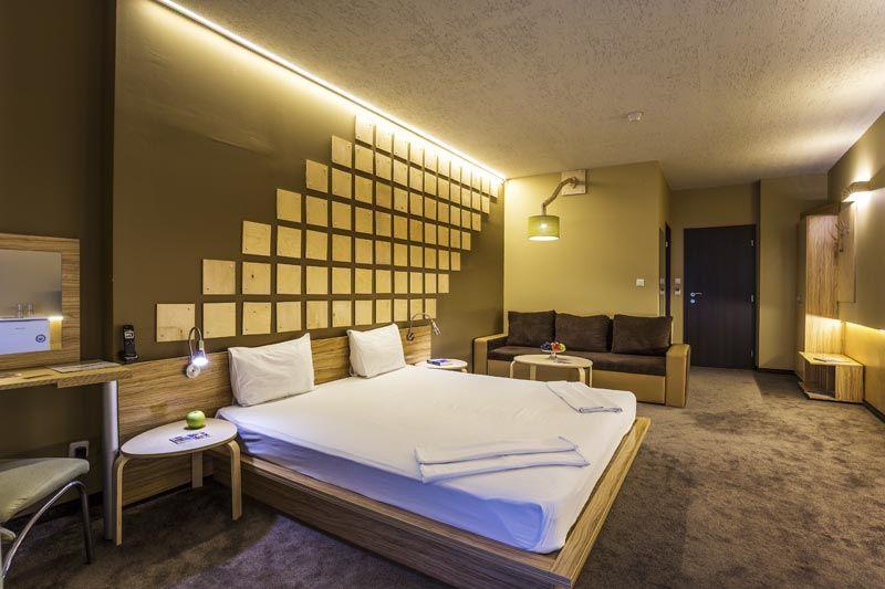 Бамбук, дърво и усещане за релакс в стая 210