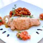 Сьомга с медено джинджифилов сос и карамелизирани моркови