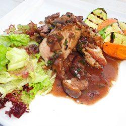 Свинско с гъбен сос в ресторант Симона
